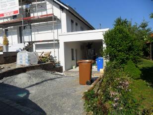 Vorgarten und Garage vor den Gartenbaumaßnahmen