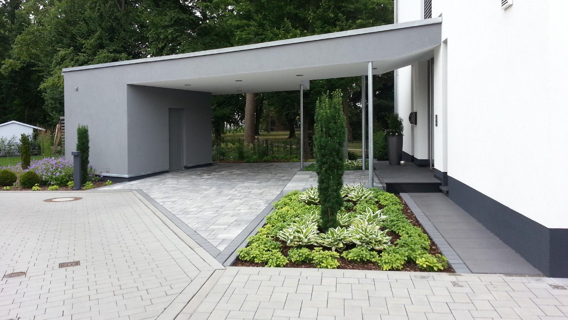 gepflasterte außenanlage gebaut von garterra in wertheim